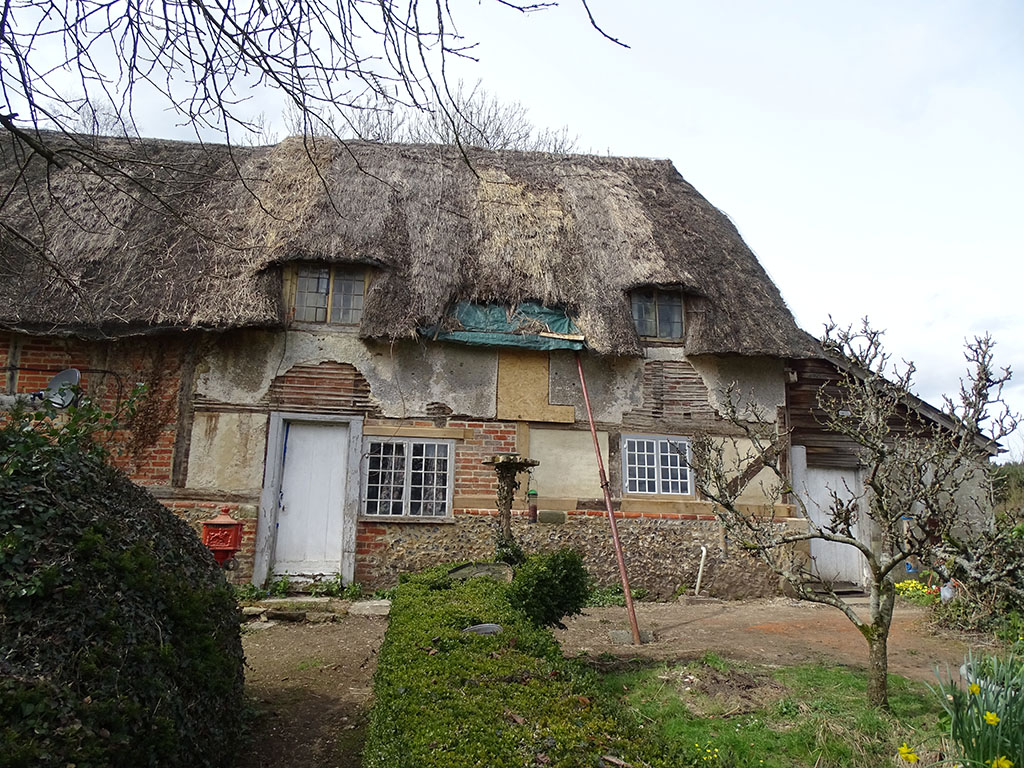Grade II C17th Thatched Timber Frame Cottage with Wattle & Daub Infill Panels